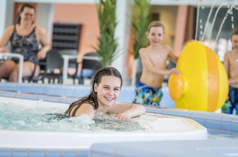 Stockholmsfamiljernas nya toppbad invigt – Medley Järfällabadet väntas ta emot 400 000 årliga besökare