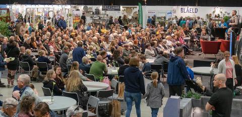 """Johannes """"Farbror Grön"""" Wätterbäck lockade stor publik under sin föreläsning på Nolia Trädgård."""