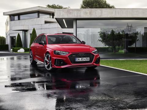 Audi RS 4 Avant (tangorød)