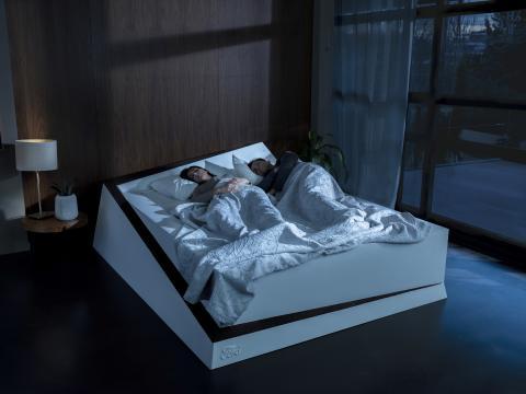 """""""Spurhalte-Bett"""" von Ford rollt """"Platzräuber"""" mittels Automobil-Technologie zurück auf die richtige Matratzenseite"""