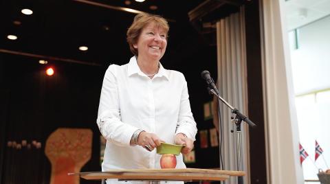 Oslos ordfører Marianne Borgen åpnes Epledagen med stor feiring på Lindeberg skole.