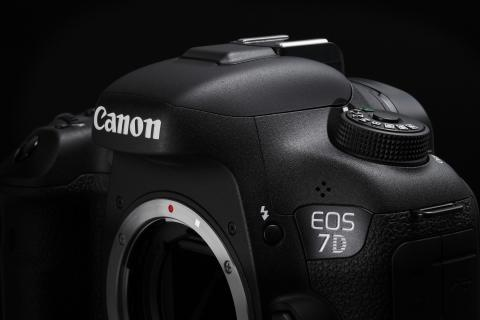 Canon EOS 7D Mark II Beauty 2