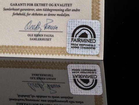 Minnemedaljen Kongens Nei i Rettferdig gull, sertifisert av organisasjonen Fairmined