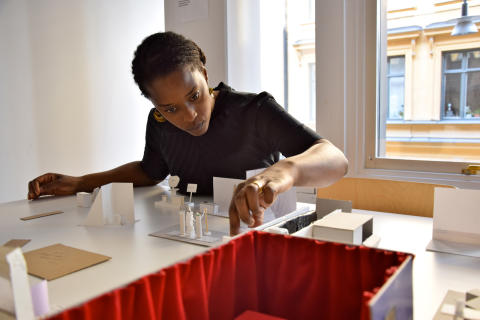 Curator för Beckmans Designhögskolas examensutställning