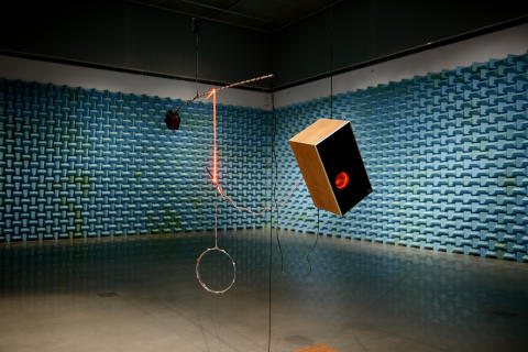 """Untitled song with untitled works by James Clarkson"". 2012, Konstnär: Haroon Mirza. Foto: Olle Kirchmeier/Bonniers Konsthall."