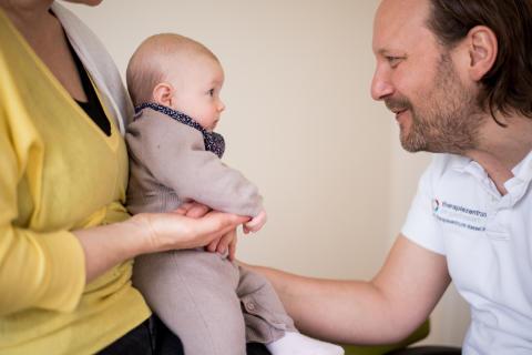 Osteopathische Hilfe für die Kleinsten: 10 Jahre Säuglings-Check-Up in Kassel