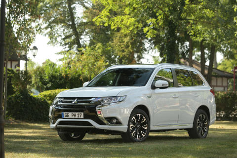 Bestseller Plug-in Hybrid Outlander auf der ees Europe/Intersolar