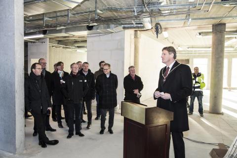 Borgmester Jesper Würtzen (S) taler til rejsegildet på EG's nye domicil i Ballerup