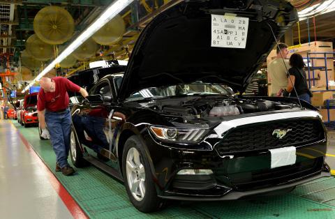 Nye Ford Mustang med første bil ut av produksjonslinja.08.2014