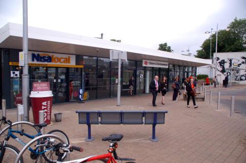 Elstree & Borehamwood station front