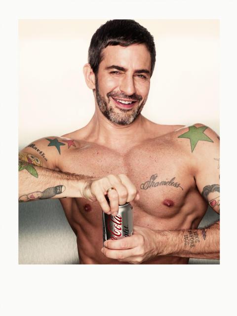 Marc Jacobs suunnitteli kolme muodikasta Coca-Cola light -pulloa