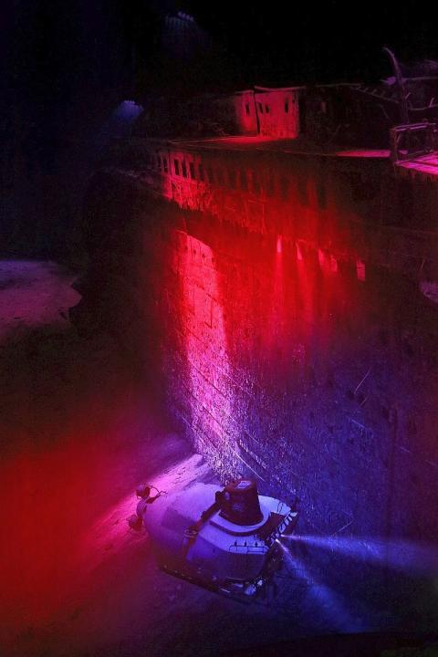 """Vor dem Wrack der Titanic liegt eine """"Meduse"""", ein U-Boot, das Licht auf den Meeresgrund bringt"""