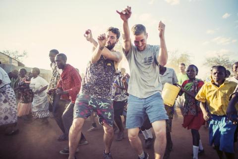 Maeckes mit Viva con Agua in Kenia