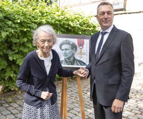 Krigshelten Sønsteby hedret med frimerke