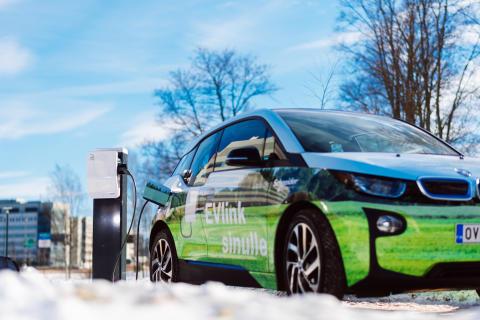 Schneider Electric korvaa kaikki yritysautonsa sähköautoilla