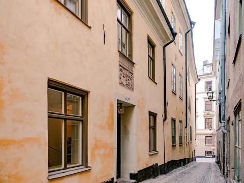 Lägenhet i ett av Sveriges äldsta bostadshus till salu