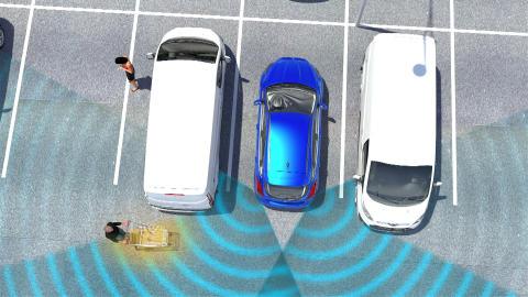 Ford-IWS2016_Videograbs_CrossTrafficAlertwithBraking_02