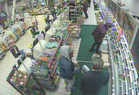 Mdr260-18Matovu and Michels in shop