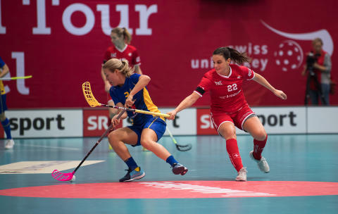 Sverige vann mot Schweiz med 7-2 inför fullsatt arena