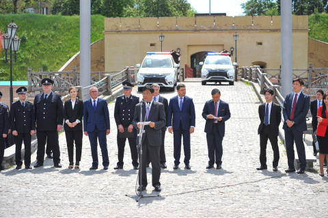 Mitsubishi liefert 635 Plug-in Hybrid Outlander an die ukrainische Polizei