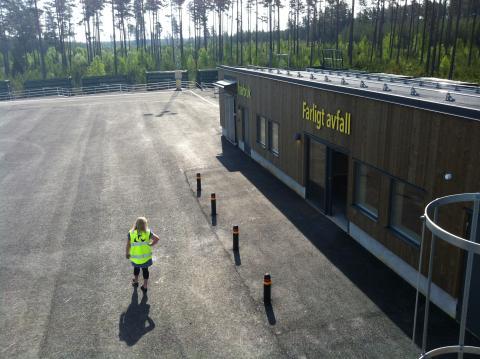 Nu ska de första besökarna få rulla in på Skutskärs nya återvinningscentral