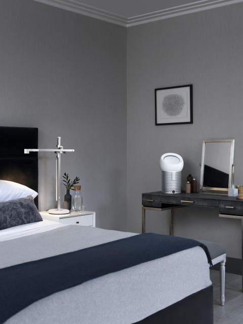 Dyson Schlafzimmer mit Dyson Lightcycle und Pure Cool Me
