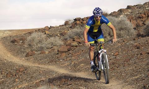 AB Karl Hedin stöttar Calle Fribergs satsning mot en topplacering i Cykelvasan