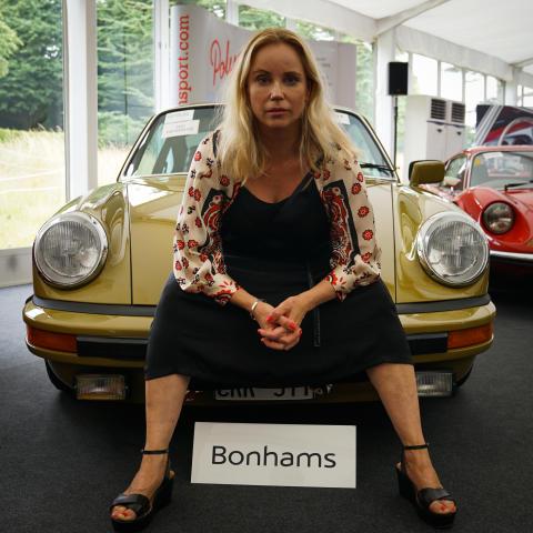 Porschen från TV-serien Bron såld på auktion - gick för miljonbelopp