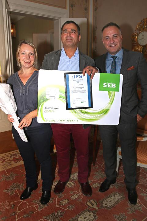 Rasoul Zarar Ibrahim med respektive, vinnare av Årets Nybyggare Pionjär Västernorrland. Till höger; Joseph Daibess, affärsrådgivare Almi Företagspartner Mitt AB