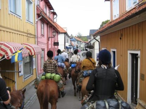 Svenska Blå Stjärnor rider till Tullgarns Värdshus
