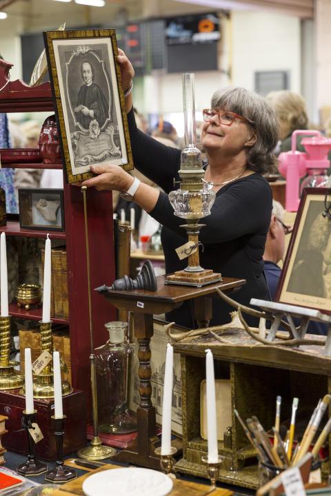 Utställaren Solveig Nyberg satsar på bibliotekstema även detta år