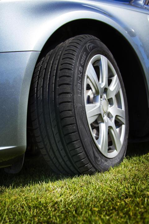 Husvagnssemester = kolla däcken på bilen och husvagnen
