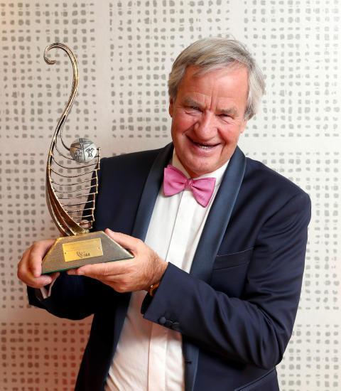 Bjorn Kjos receives 'Outstanding Contribution to Aviation' award from Irish aviation industry