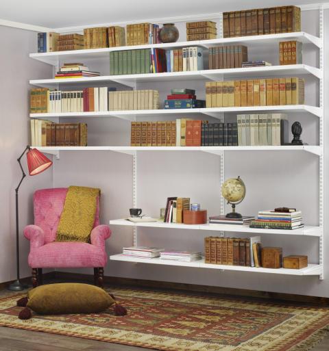 Biblioteka w salonie - Elfa Classic w kolorze białym