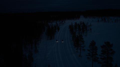 Nattmarathon på skidor – med ylande vargar och isbjörnar
