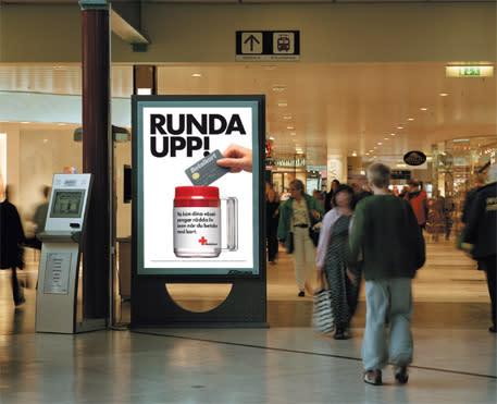 Nu startar Runda Upp-kampanjen i fler än 1 000 modebutiker: Röda Korset vill få shopparna att betala mer för sina varor