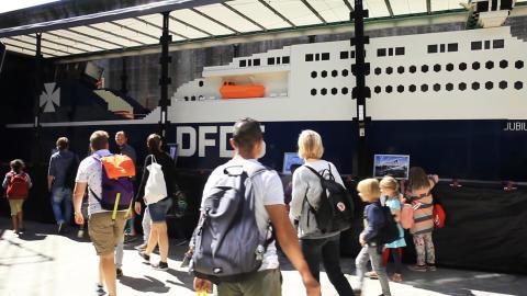 Verdens største LEGO skib i dokken