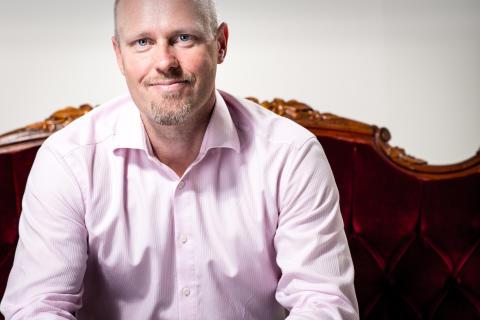 Tomas Gustavsson, författare