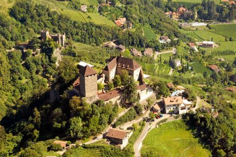 DolceVita Ausflug: E Bike Genusstour im Meraner Land zum Schloss Tirol