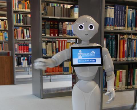 Humanoider Roboter assistiert ab sofort in der Hochschulbibliothek