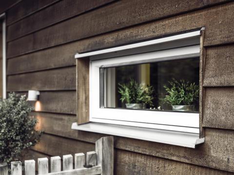 Elitfönster Original Alu - utifrån brun träfasad