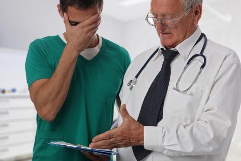 Behandlungsfehler: Arzt muss über eigenen Fehler informieren