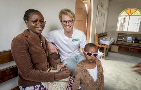 Dine gamle briller gir nytt syn i Tanzania