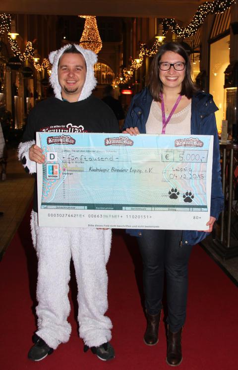 5000 Euro für das Kinderhospiz Bärenherz: Neukieritzscher Krawallbär hilft
