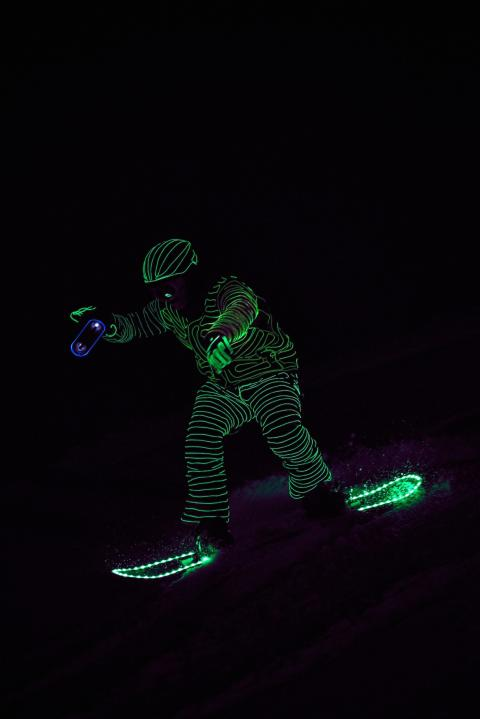 BUCK_LED_Snowboarders09