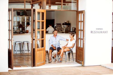 Eläkeikäiset matkustavat enemmän ja suosivat aikuisille suunnattuja hotelleja