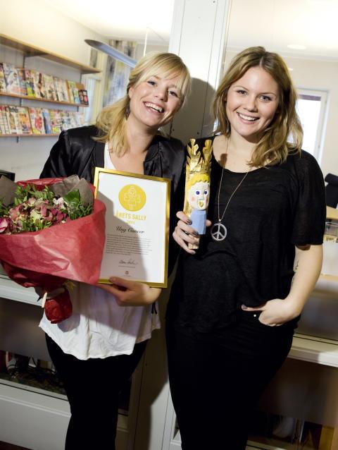 Long Tall Sally presenterar stolt Årets Sally 2011: Ung Cancer - representerade av Hanna Wekell och Julia Mjörnstedt