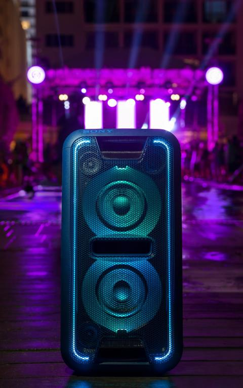 XB7_in_front_of_pool_and_stage_300dpi-Large