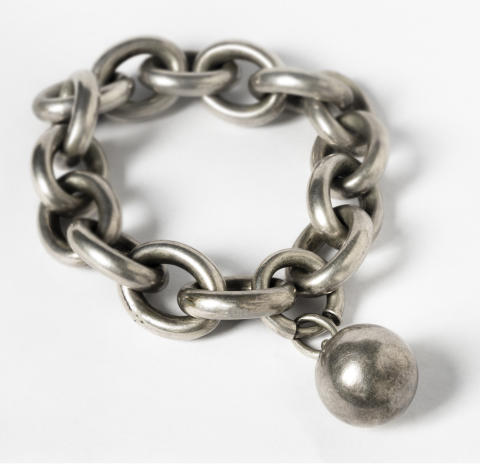 Smycken. Armband. Fotograf: Mats Landin