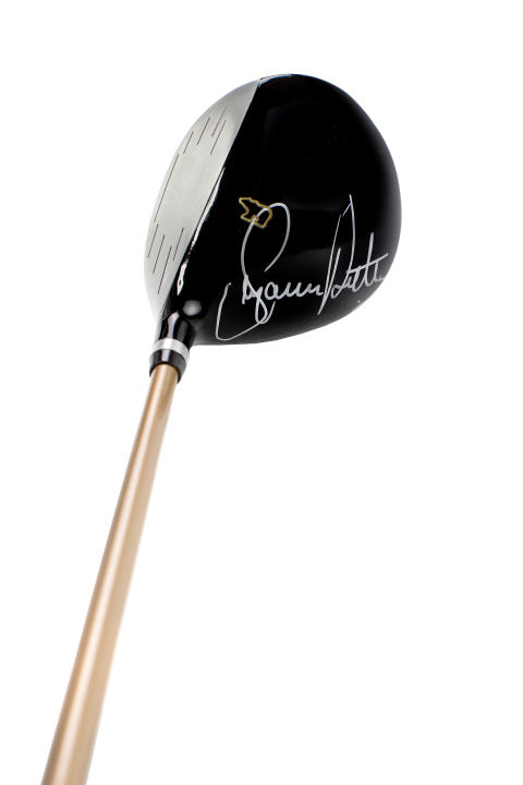 Signert golfkølle fra Suzann Pettersen til Fretex